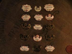 Étiquettes à bouteilles ou à carafons, fin XVIIIe, début XIXe siècle